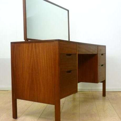 heals dressing table
