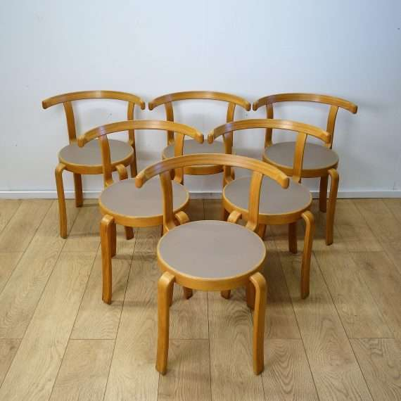 Model 8000 series chairs by Magnus Olesen
