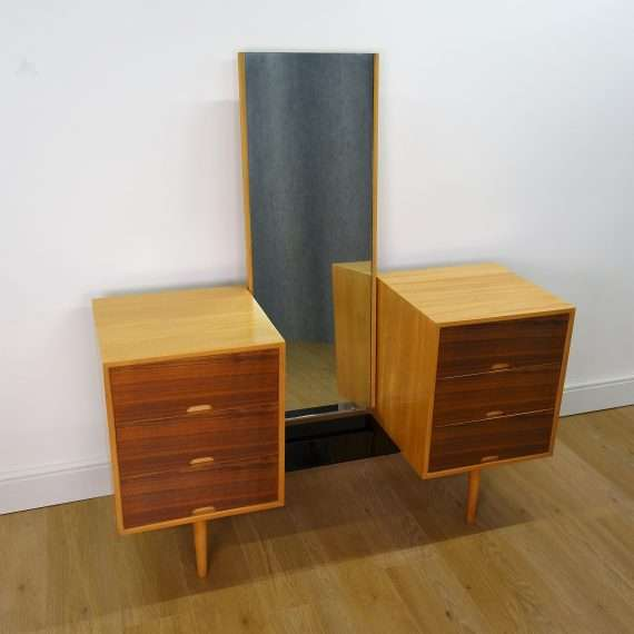 Hilleplan dressing table by Robin Day
